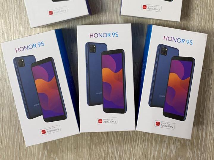 Смартфоны Honor и Irbis уже на складе!